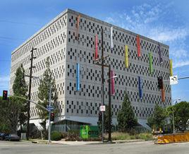 <b>奥蒂斯艺术设计学院</b>